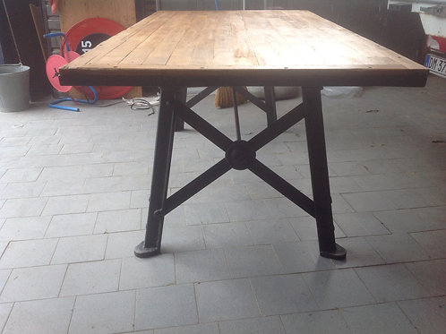 Tavolo da pranzo con piano in legno