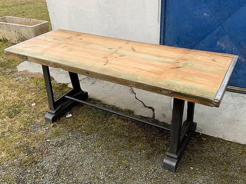 Tavolo in ghisa piano in legno