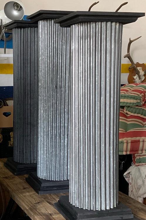 Colonna in metallo e legno