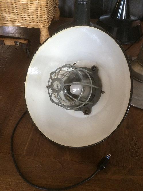 Lampada a sospensione in metallo smaltato e vetro