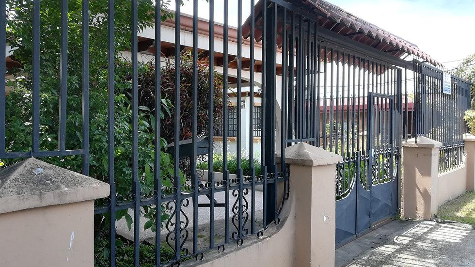 Amplia casa se vende en Escobal, Belen, Heredia
