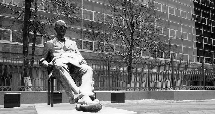 памятник Le Corbusier на Мясницкой