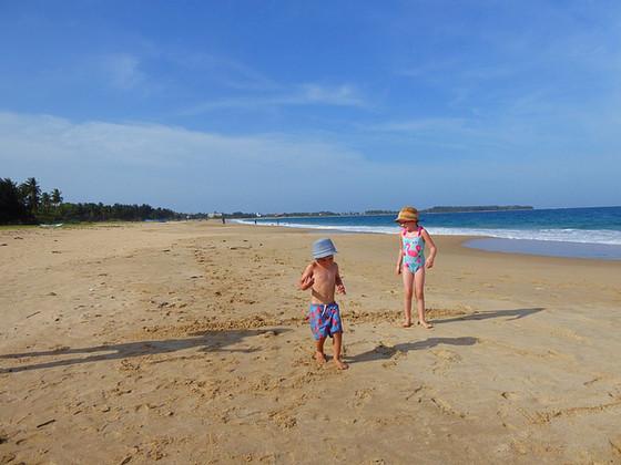 3 weeks in Sri Lanka. Part 4: Passikudah and Kalkudah with kids.