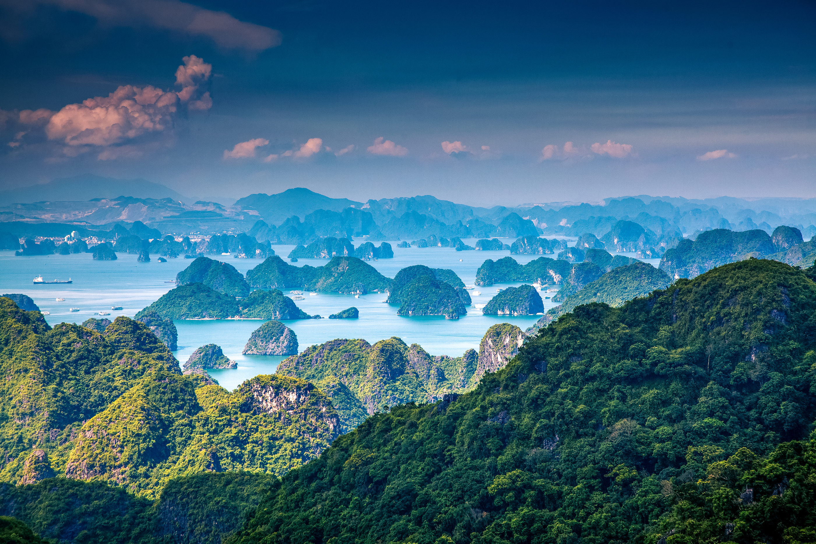 bigstock-scenic-view-over-Ha-Long-bay-f-