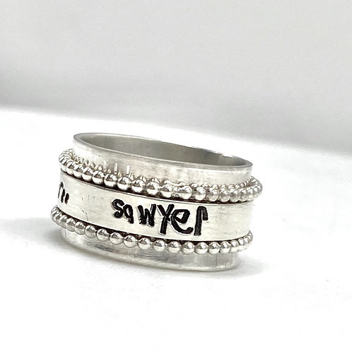 Double beaded handwriting spinner ring