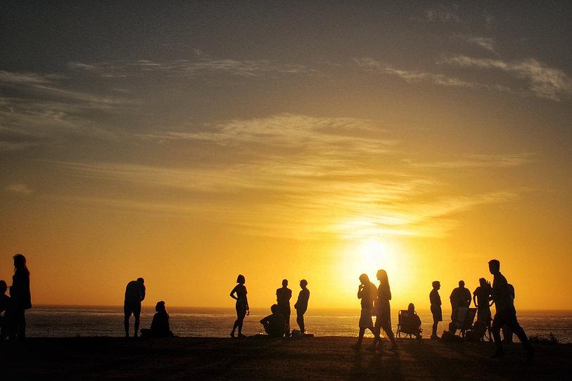 san-diego-beach-at-sunset-MJXCUT9.jpg