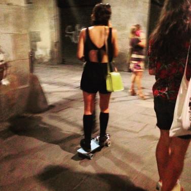 Skateboard, yellow purse