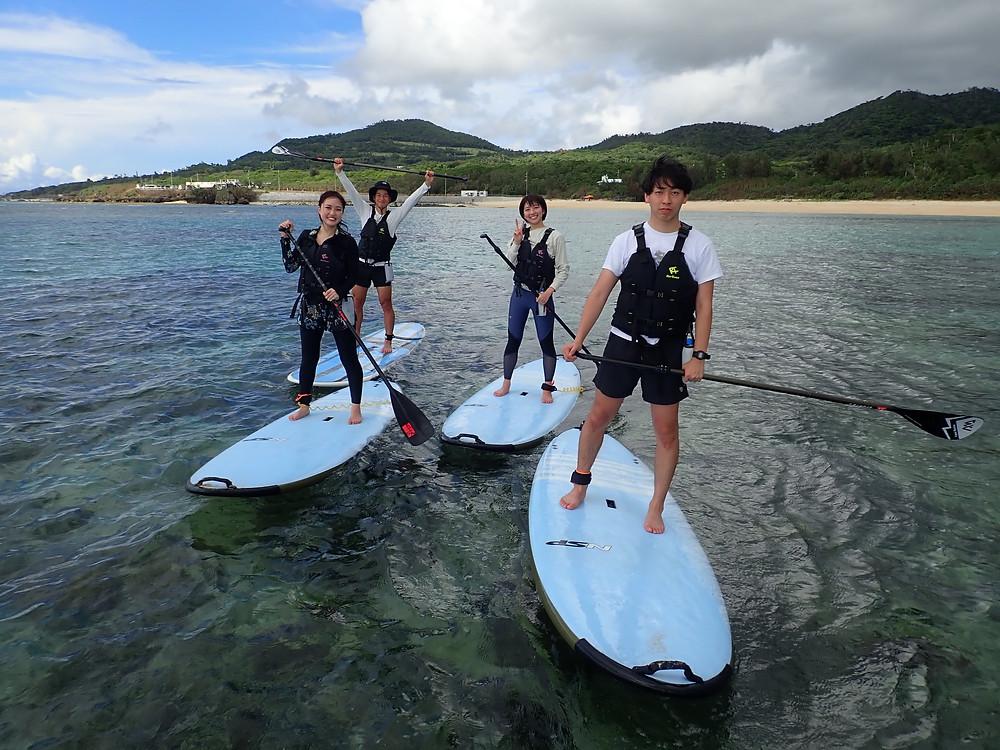 沖縄本島北部でサップとシュノーケリングを楽しむ