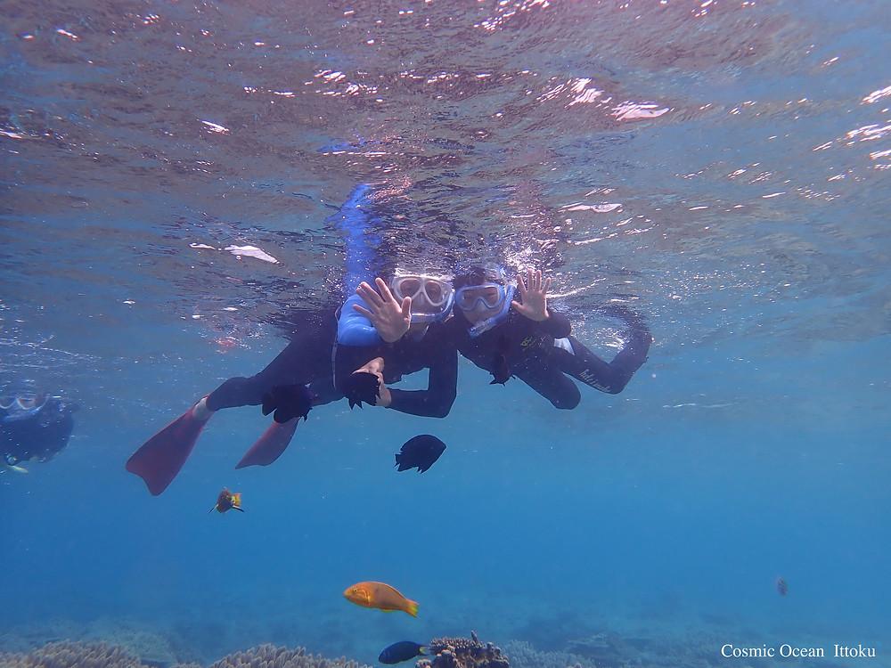 沖縄北部本部町塩川ビーチでクリアーカヤックとシュノーケリング