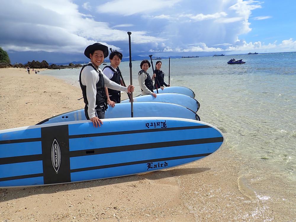 沖縄でサップとシュノーケリングを楽しむ