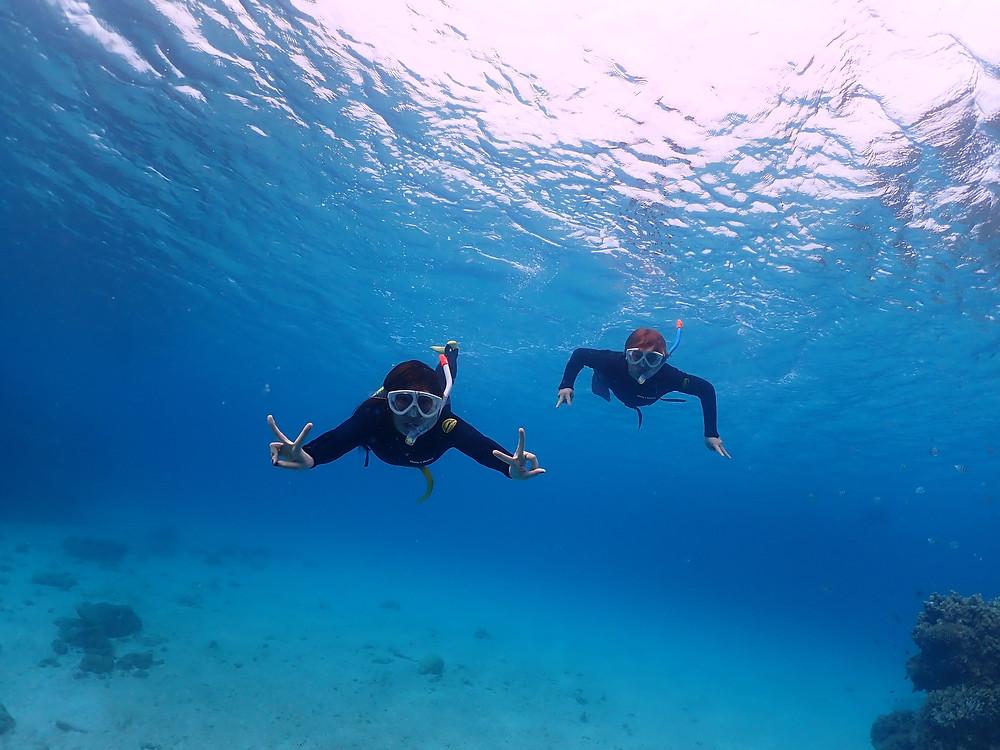 沖縄本島本部町でスキンダイビング とシュノーケリング