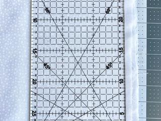 Aliniați o linie orizontală de pe riglă...