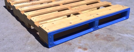 LX40S pointGUARD Pallet Protector on a wood pallet