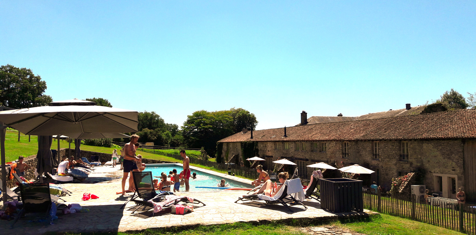 RELAXED AFTERNOON AT THE SWIMMING POOL