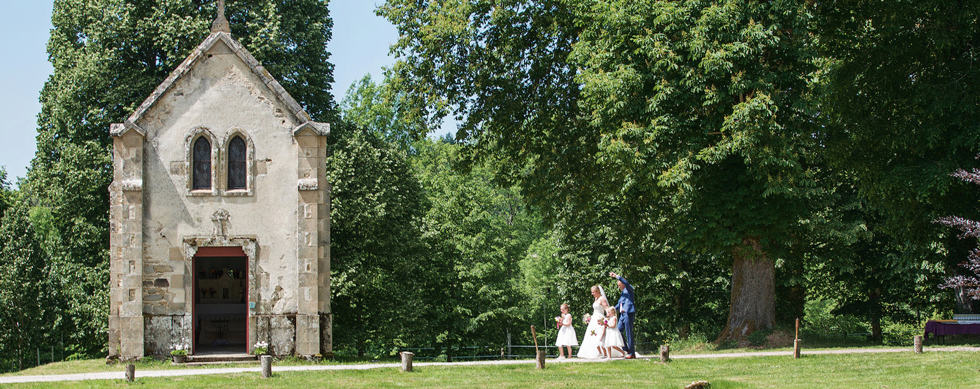 GETTING MARRIED AT l'ABBAYE DU PALAIS