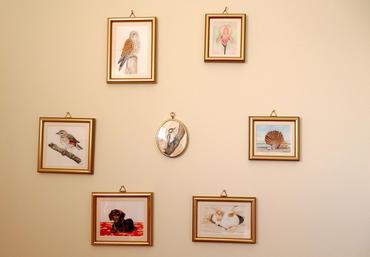 Miniature art gallery