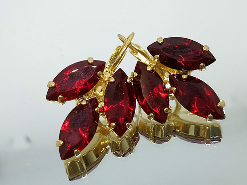 Model # 470 אדום יין  אבנים: סברובסקי  עגילי סברובסקי, מתנה בשבילה, מתנה לכלה, עגילי עלים,עגילי דמעה,