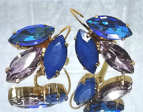 #Model 759  כחול מונטנה, ורוד וינטאג, כחול AB  אבנים: קריסטלים שונים.  מתנה בשבילה, מתנה לכלה, עגילי עלים, עגילי טיפה, עגילים