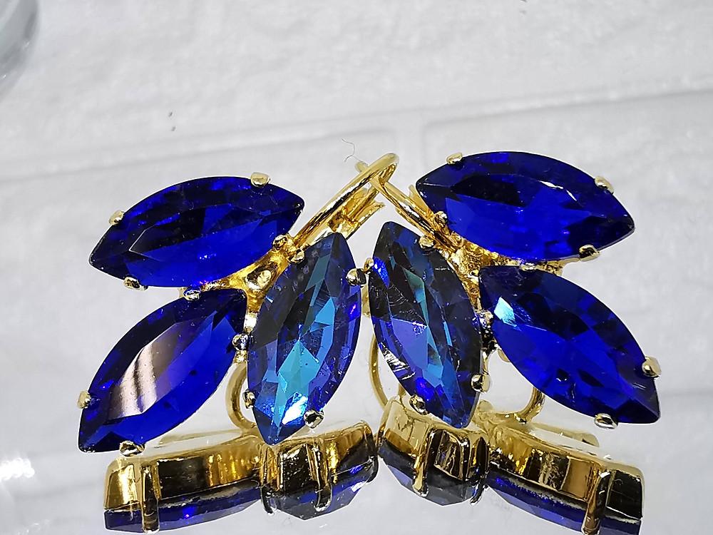 עגילים משובצים באבני קריסטל כחול רויאל העגילים בציפי זהב
