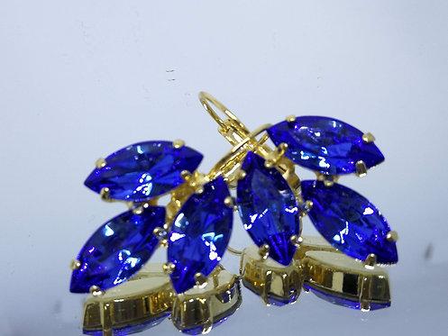 Model # 427 ספיר כחול  אבנים: סברובסקי.  מתנה בשבילה, מתנה לכלה, עגילי עלים, עגילי טיפה,
