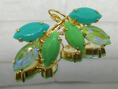 Model # 496 טורקיז, ירקרק, ירוק מנטה .  אבנים: אקריל וקריסטל AB.  מתנה בשבילה, עגילי דמעה,