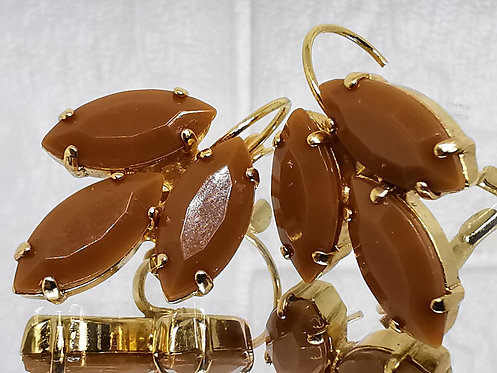#Model 749  טופי/קרמל  אבנים: אקריל  מתנה בשבילה, מתנה לכלה, עגילי עלים, עגילי טיפה, עגילים בתליה, עגילי נשים, עגילי זהב,
