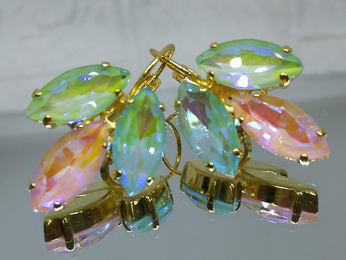 Model # 565 ירוק בהיר, ורוד בייבי, תכלת.  אבנים: קריסטל הזוהר הצפוני.  עגילי קריסטל AB, עגילי דמעה,