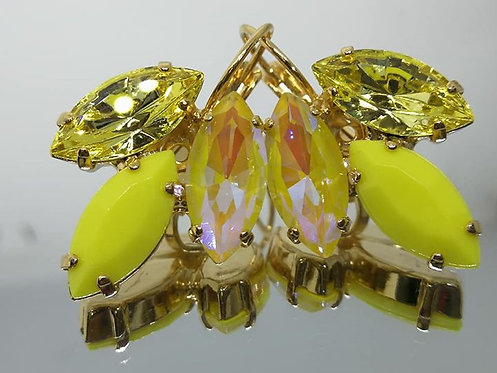 Model # 459 צהוב בגוונים שונים.  אבנים: קריסטלים ואקריל.  מתנה בשבילה, מתנה לכלה, עגילי עלים, עגילי דמעה,