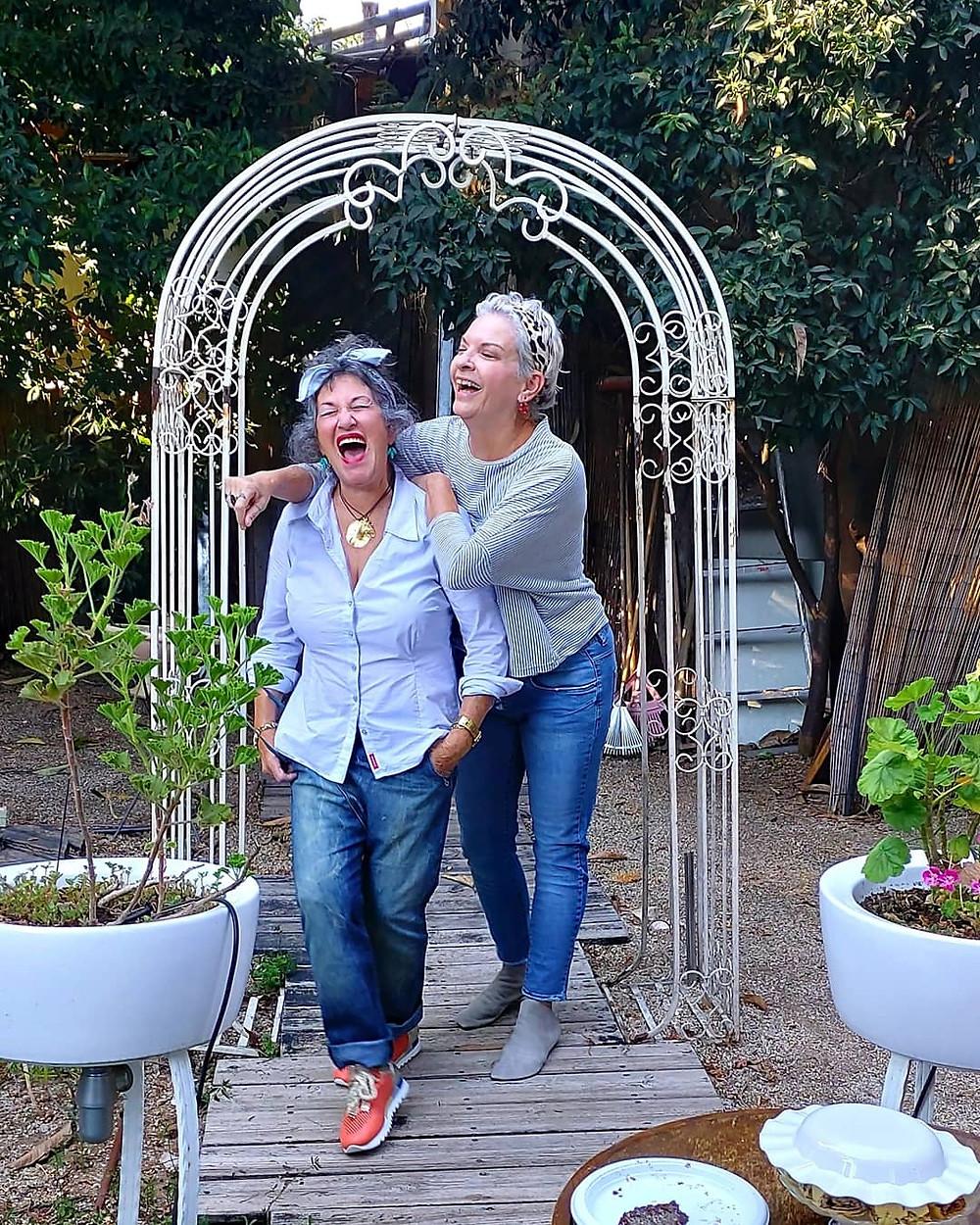 אורנה גטניו ואירית דגמי אצל רייצ'ל בבטוטיק בנס ציונה צילום מאירה גוראי רז.