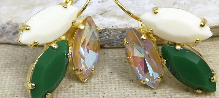 עגילים משובצים בקריסטל ואקריל ז=מצופים זהב נטול ניקל