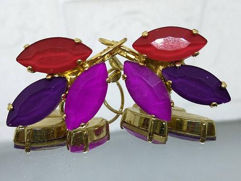 # Model 760  אדום, סגול חציל, פוקסיה  אבנים: קריסטל אקוורל.  מתנה בשבילה, מתנה לכלה, עגילי עלים, עגילי טיפה, עגילים בתליה, עג