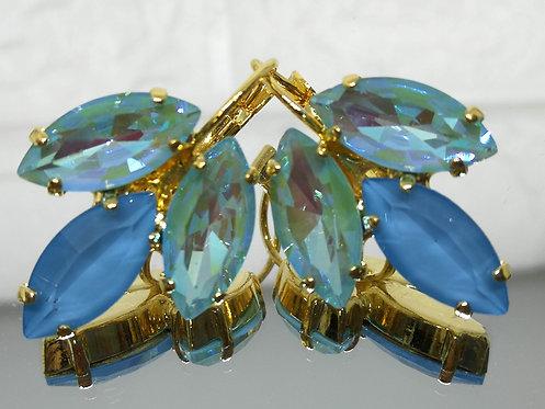 אבנים: תכלת .  קריסטלים AB ואקוורל. Model # 518  מתנה בשבילה, עגילי דמעה,מתנה לכלה, עגילי עלים,