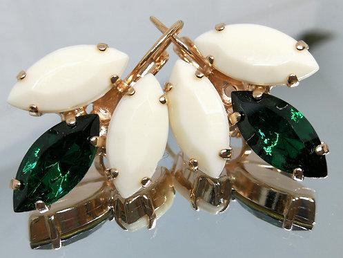 Model # 301 אוף וויט, איזמרגד, אוף וויט  אבנים: אקריל, סברובסקי, אקריל  מתנה בשבילה, עגילי רטרו, עגילי וינטאג' סטייל,