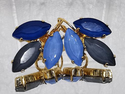 #Model 753  כחול מונטנה, בלאק דיימונד, ספיר לייט (תכלת)  אבנים: קריסטל אקוורל.  מתנה בשבילה, מתנה לכלה, עגילי עלים, עגילי טיפ