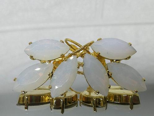 לבן חלבי  אבנים: קריסטל.  מתנה בשבילה, עגילי דמעה,  מתנה לכלה, עגילי עלים, Model # 531