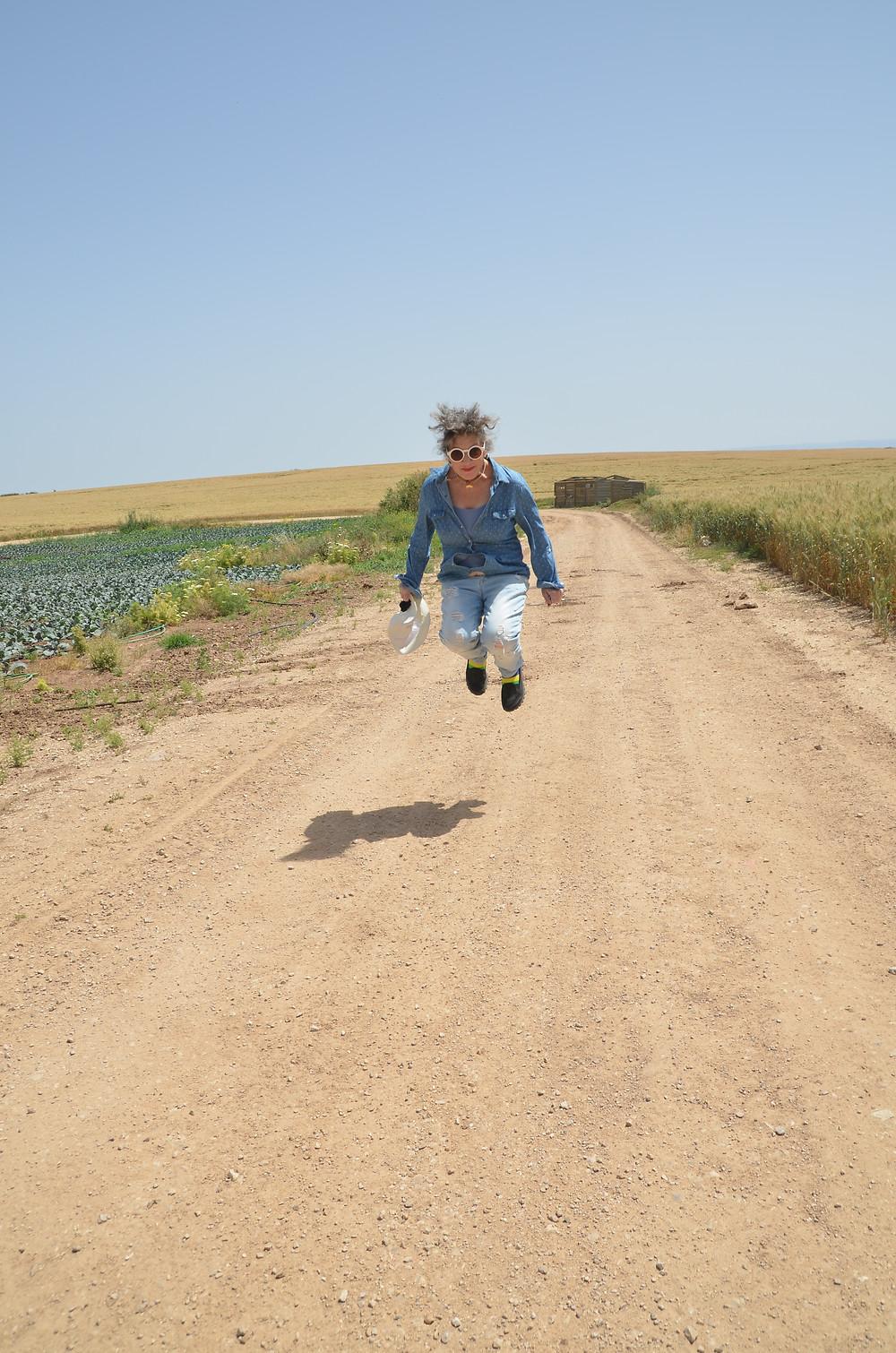 אירית קופצת באויר צילום מאירה גוראי רז