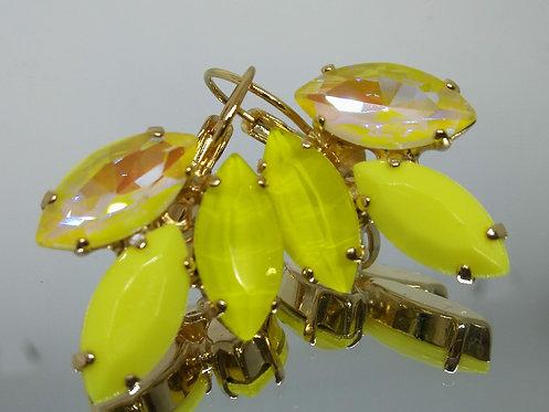 Model # 488 צהוב לימון.  אבנים: קריסטלים שונים ואקריל.  מתנה בשבילה, עגילי דמעה,