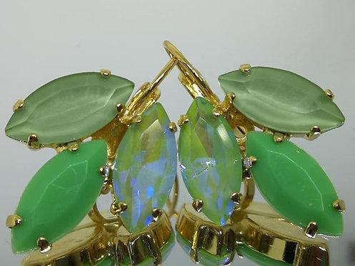 ירוק בהיר שקוף ואטום.  אבנים: קריסטלים שונים ואקריל.  מתנה בשבילה, Model # 418