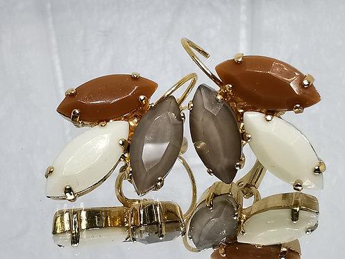 #Model 756  טופי/קרמל, שמנת, טופז כהה (אקוורל)  אבנים: אקריל וקריסטל אקוורל.  מתנה בשבילה, מתנה לכלה, עגילי עלים, עגילי טיפה,