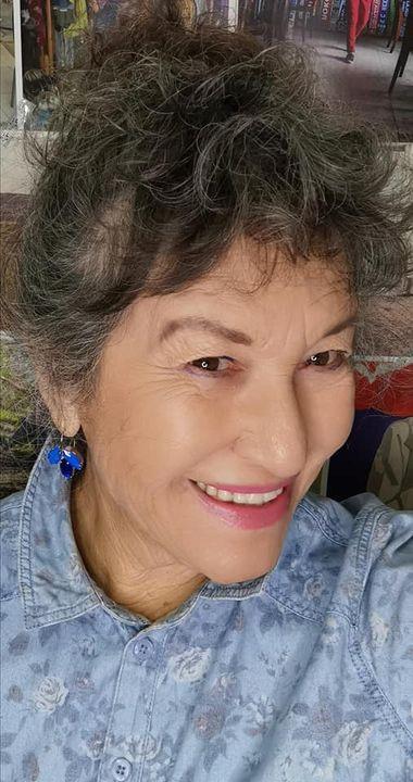 אירית דגמי סלפי עם העגילים חול רויאל