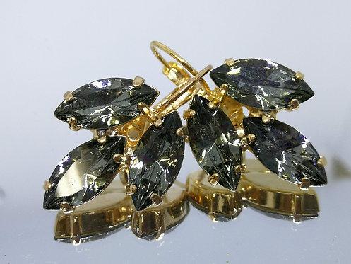 Model # 467 אפור כסוף  אבנים: סברובסקי  מתנה בשבילה, עגילי דמעה, מתנה לכלה, עגילי עלים,