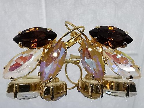 #Model 755 חום סברובסקי, לבן AB, חום בהיר AB.  אבנים: קריסטלים שונים.  מתנה בשבילה, מתנה לכלה, עגילי עלים, עגילי טיפה, עגילים