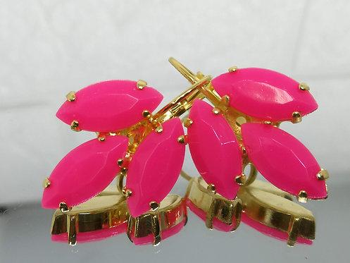 ורוד פוקסיה  אבנים: אקריל  מתנה בשבילה, עגילי דמעה, מתנה לכלה, עגילי עלים, Model # 540
