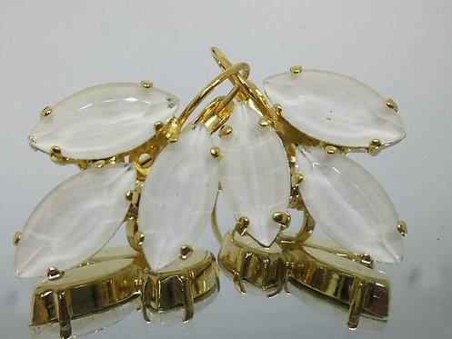 לבן .  אבנים: קריסטל אקוורל.  מתנה בשבילה, מתנה לכלה, עגילי עלים Model # 434