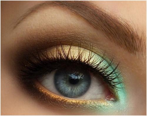 Gradient Eye Shadow: