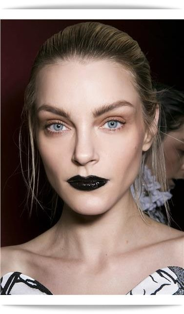 3. The Dark Lipstick