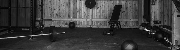 Unser Angebot; Homeworkout; Von zuhause aus trainieren; Angepasstes Training;fitness; Langhantel; Barbell; Workout; Metcon; Strength; HomeGym; vollständiges Trainingsprogramm