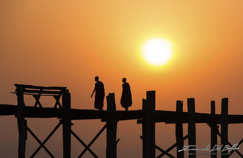 www.emanueledelbufalo.com #myanmar #burma #mandalay #amarapura #U-bain_bridge #sunrise #monks #orang
