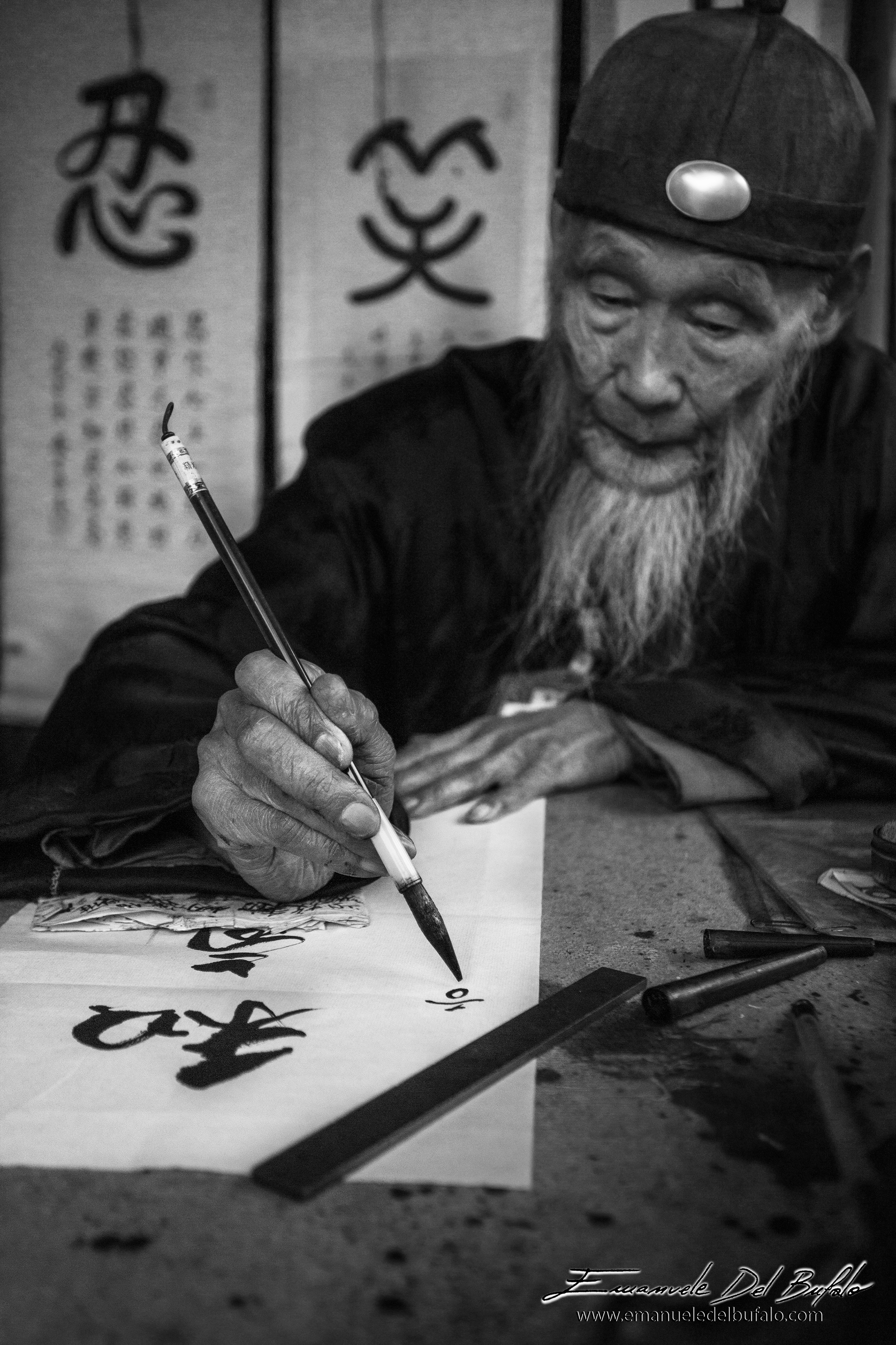 www.emanueledelbufalo.com #china #beijing #portrait #people #writer #pen #man #thelongtermtraveler