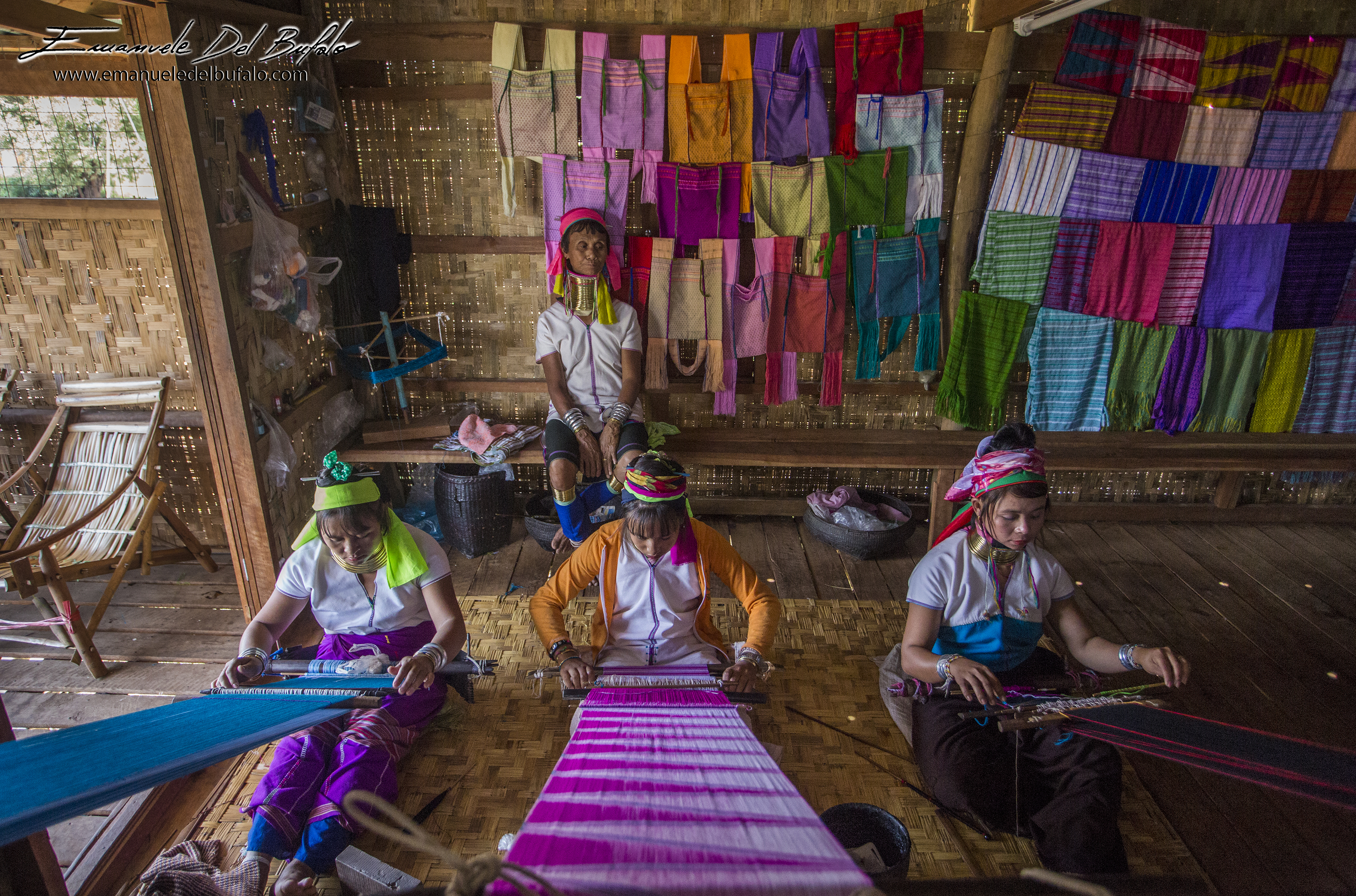 www.emanueledelbufalo.com #myanmar #burma #inle_lake #flooting_village #long_neck #people #asia